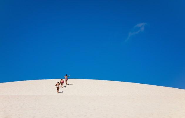 白砂のビーチと青い空
