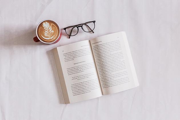 本とコーヒーとめがね